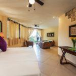 B11 - Deluxe King Bed or Twin Beds, Ocean Garden View